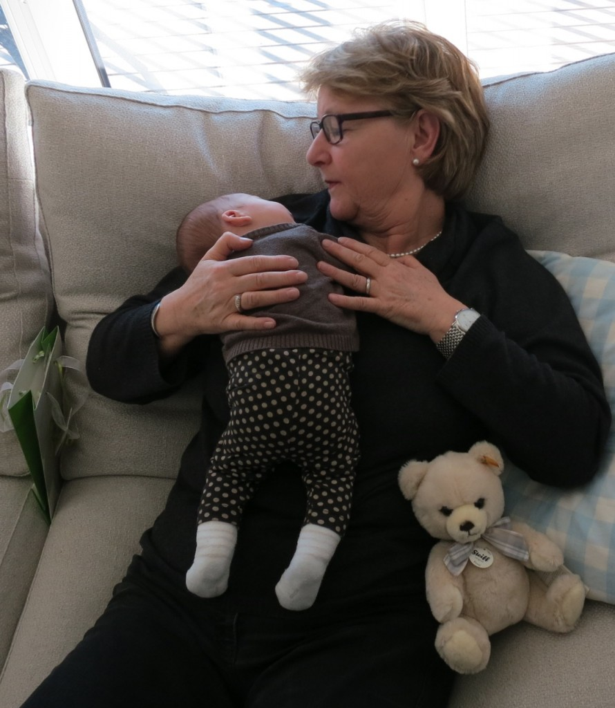 Elina mit Dorothea und Teddy