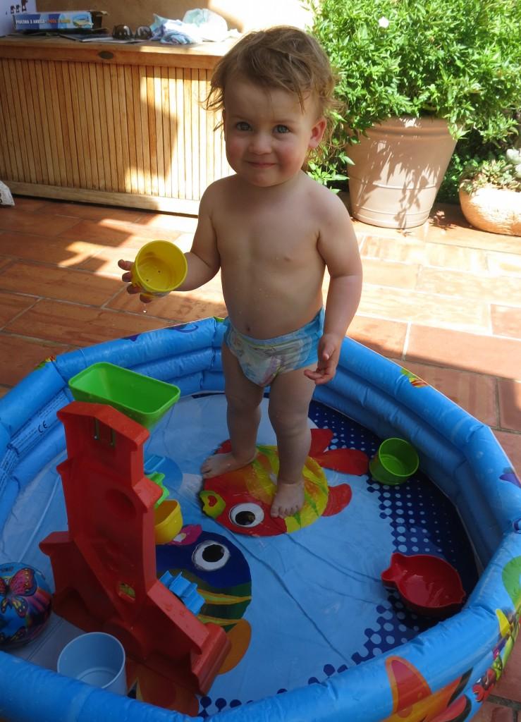 Mein Pool. meine Badehose, mein Spielzeug